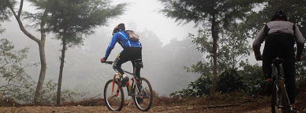 Ruta en bici en Aracena. Hotel Essentia, Aracena (Huelva).